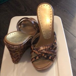 New Bcbg wedge sandals